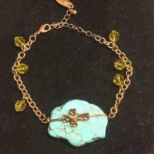 Bracelet with sideways cross. Gold tone